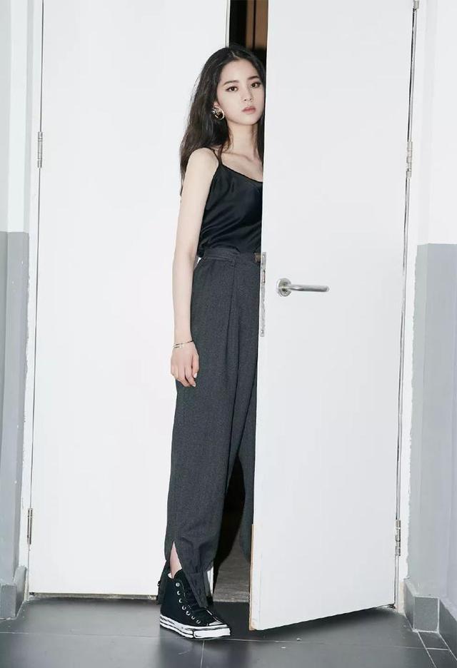 """今年阔腿裤""""升级""""了!时髦显瘦又遮肉,连欧阳娜娜都在穿"""