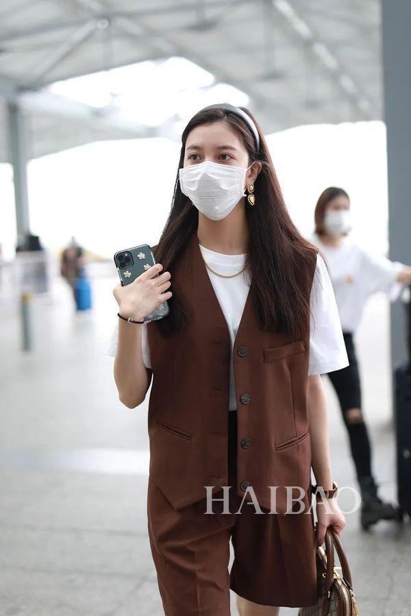 上周的华语女星街拍来喽,你喜欢哪一位……的穿搭呢?